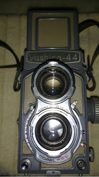 Câmera Fotográfica Yashica 44.