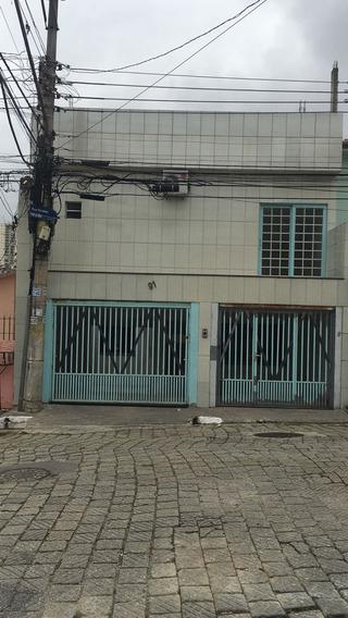 Casa Com Três Suítes, Closets, Cozinha Planejada