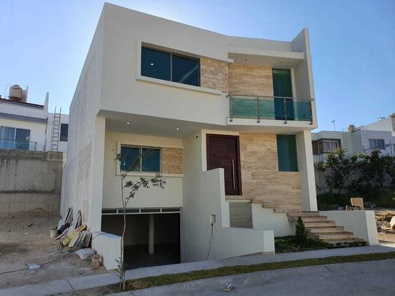 Casa Con Sótano 328-g En La Cima