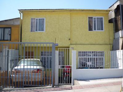 Casa Amplia En Avenida Salvador Allende