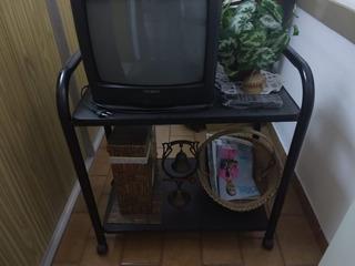 Mesa De Tv Rodante De Caño Color Negro Con 2 Estantes Mbuena