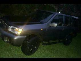 Nissan Pathfinder Suv 2000