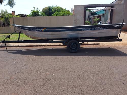 Imagem 1 de 9 de Barco 5 Metros Com Carreta E Motor Yamaha De 15hp
