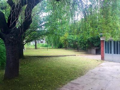 Casa 6 Ambientes Con 2 Baños Y Extenso Parque