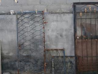 Juego De Rejas Y Puerta