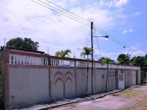 Casa En Venta 4 Habitacion,4 Baños En Higuerote Urb. Alamar