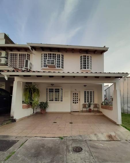 Excelente Casa En La Urbanizacion Villa Couentry Las Acacias