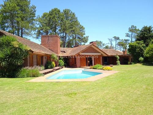 Casa En Venta Y Alquiler, Golf, Punta Del Este, 4 Dormitorios.- Ref: 3036