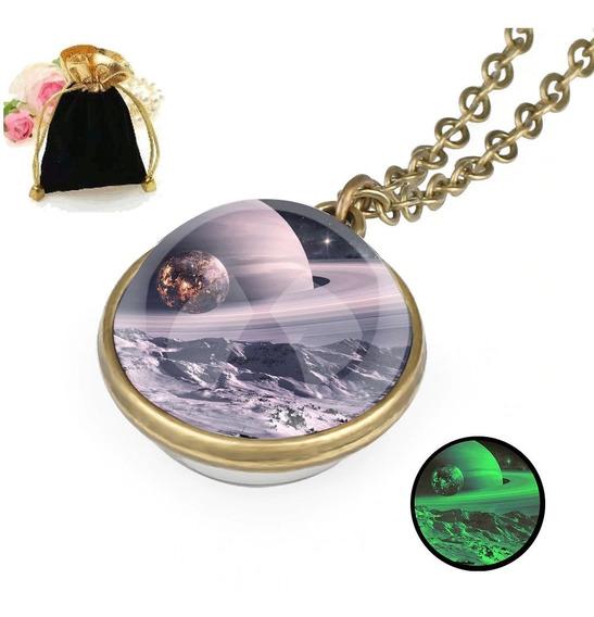 Colar Pingente Brilha Escuro Esfera Lua De Saturno + Brinde