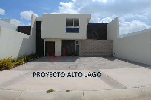 Venta De Casa Habitación En Excelente Zona, Paseo Sena #144 Fracc. Alto Lago Residencial, Paseo De Los Horizontes, San Luis Potosí $3,525,000.00.