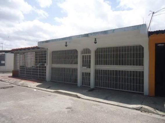 Casas En Venta El Paraiso Cabudare 20-2237 Rg