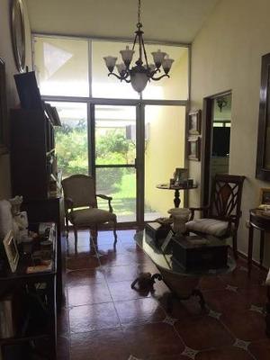 En Venta Amplia Y Funcional Casa Con Extenso Terreno Y Excelente Ubicación