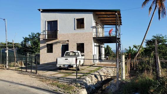 Casa De 2 Niveles, 2 Habitaciones 2.5 Baños