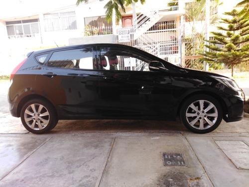Hiunday Hatchback Accent Automática