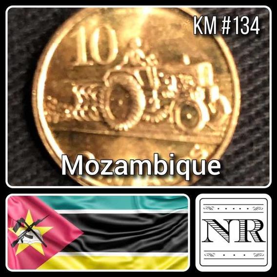 Mozambique - 10 Centavos - Año 2006 - Km # 134 - Tractor Arando