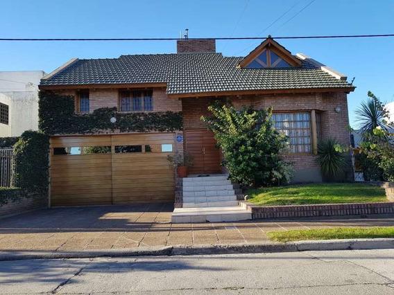 Casa Familiar En Barrio Urca, Una Zona Residencial Muy Solicitada 4 Dormitorios