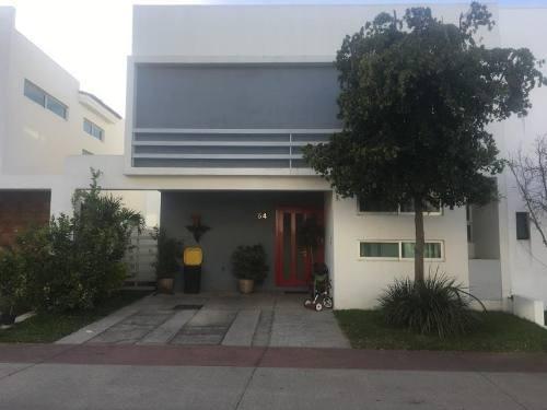 Casa En Venta En Fraccionamiento Solares Residencial