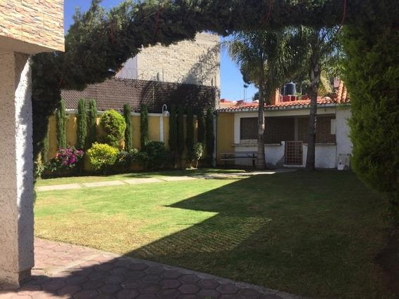 Casa De 3 Recámaras ,4 Baños Con Amplio Jardin Y Palapa