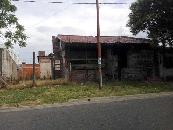 77 Entre 16 Bis Y 17. Lote Con Una Construcción Sin Terminar En Venta, La Plata.