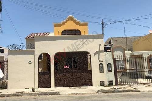 Casa En Venta En Arcos Del Sol Cabo San Lucas, Cocina Integral Y Cochera Cerrada, Cerca De Hospital General Y Chedraui