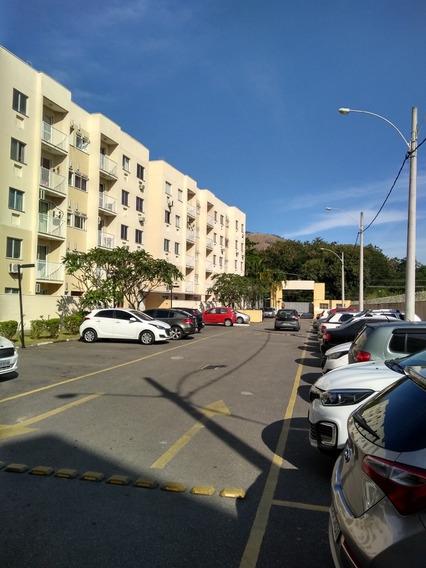 Apartamento De Dois Quartos. Campo Grande Rj