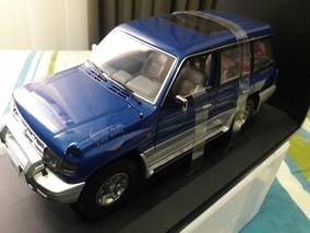 Autoart 1:18 Mitsubishi Pajero