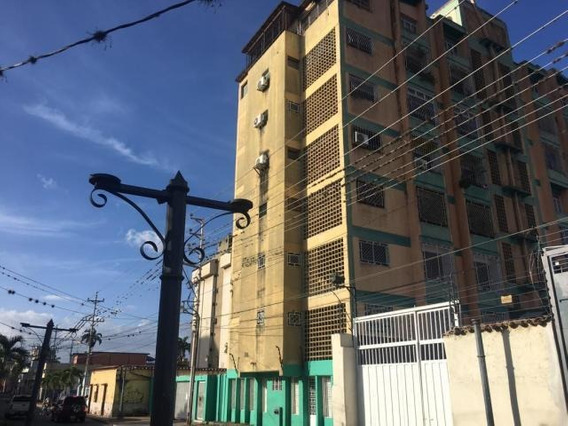 Apartamento En Venta En Barquisimeto 20-217 Ar López