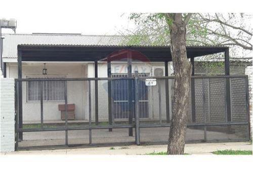 Alquiler/ Casa 2 Dormitorios/ Cochera/ Rafaela