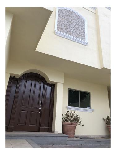 Hermosa Casa Completamente Remodelada - Saltillo