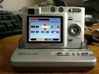Camera Foto/filmadora Casio Exilim Z40 Carregador De Base