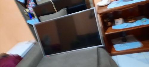 Imagem 1 de 3 de Tv Panasonic Com Defeito