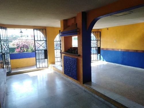 Local En Renta Para Restaurant 2 Niveles $9.000.=