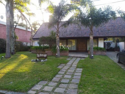 Gran Residencia En Paradas  Mansa- Ref: 204