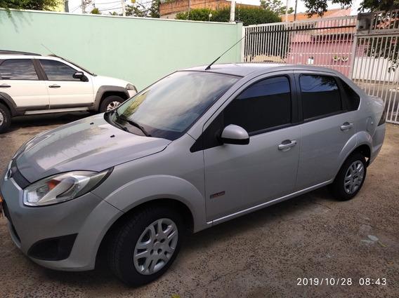 Lindo Fiesta Sedan Conpleto 2013