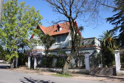 Casa Grande Con Terreno De 2500 M2