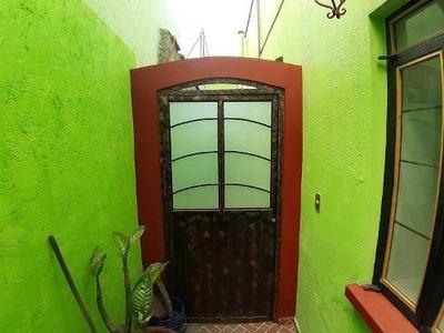 Bonita Casa En Condominio Muy Amplia En Renta