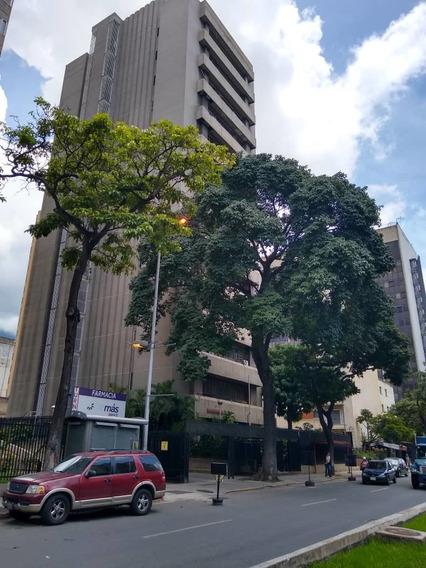Comodo Consultorio Medico En La Avenida Libertador
