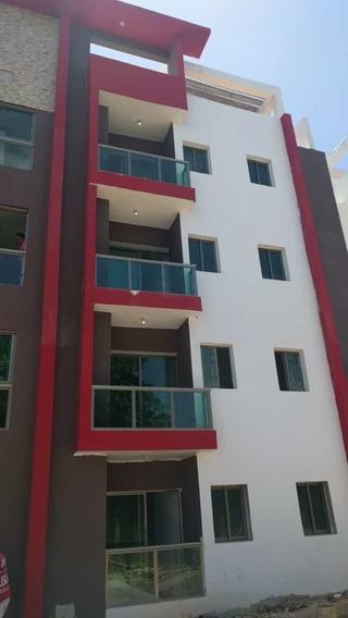 Proyecto De Apartamentos En Construcción Cerca Del Coral Mal
