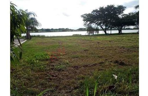 Amplio Terreno En Venta Para Construir Residencia En Fracc. Lagunas De Miralta.