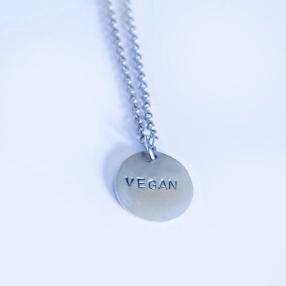Chapa Circular Con Cadena Vegan