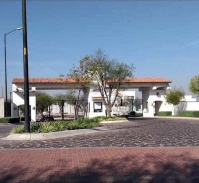 Casa Nueva En Renta. Qro. Schoenstatt. Frente A Casa Club