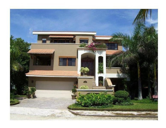 Casa En Venta De 3 Recámaras Frente Al Mar En Playa Paraiso Playa Del Carmen