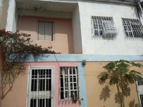 Casa En Venta Zona Norte Barquisimeto Lara 20-2536 Rahco