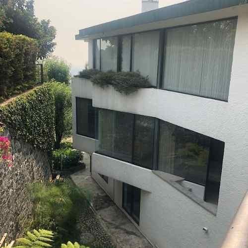 Encino Grande, Hermosa Casa Con Gran Jardín Desarrollada En Tres Niveles