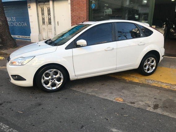 Ford Focus 2.0 Ghia Mt 5p 2013 Blanco Impecable