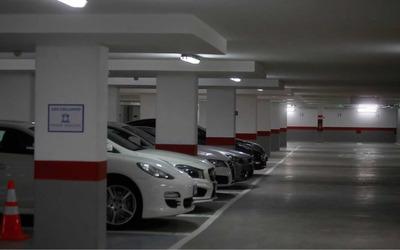 Arriendo Estacionamiento En Lord Cochrane 635, Stgo Centro