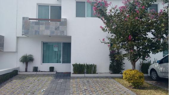 Hermosa Casa En Condominio Con Alberca.