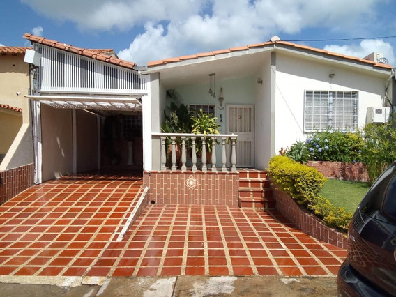 Bella Casa En Venta En Cabudare #21-7602