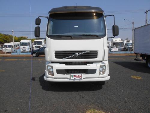 Imagem 1 de 15 de Volvo Vm 260 6x2 2010