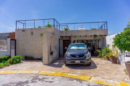 Imagen 1 de 20 de Magnifica Casa En Venta En Privada Arboledas,  Querétaro